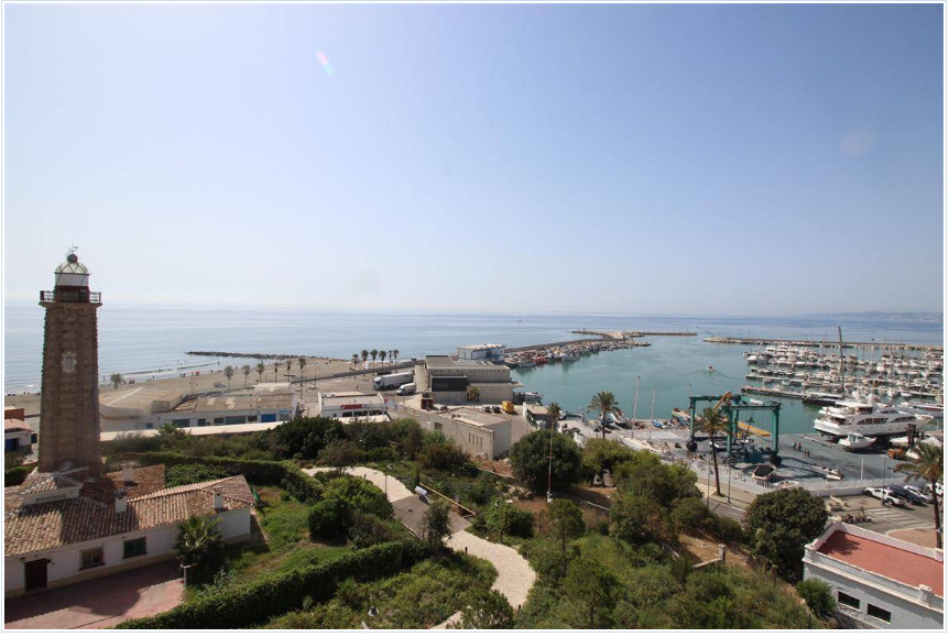 Very nice apartment in the harbour of Estepona. This apartament has a nice terrace, south facing and,Spain