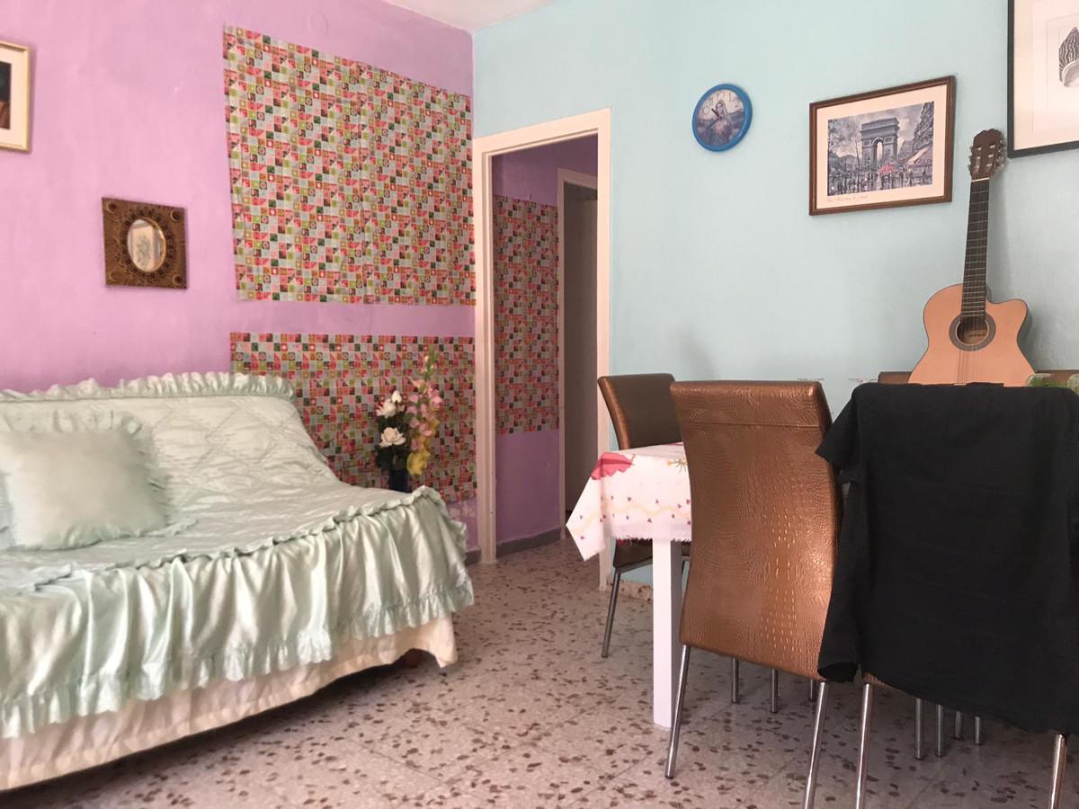 5 Dormitorios - 1 Baños