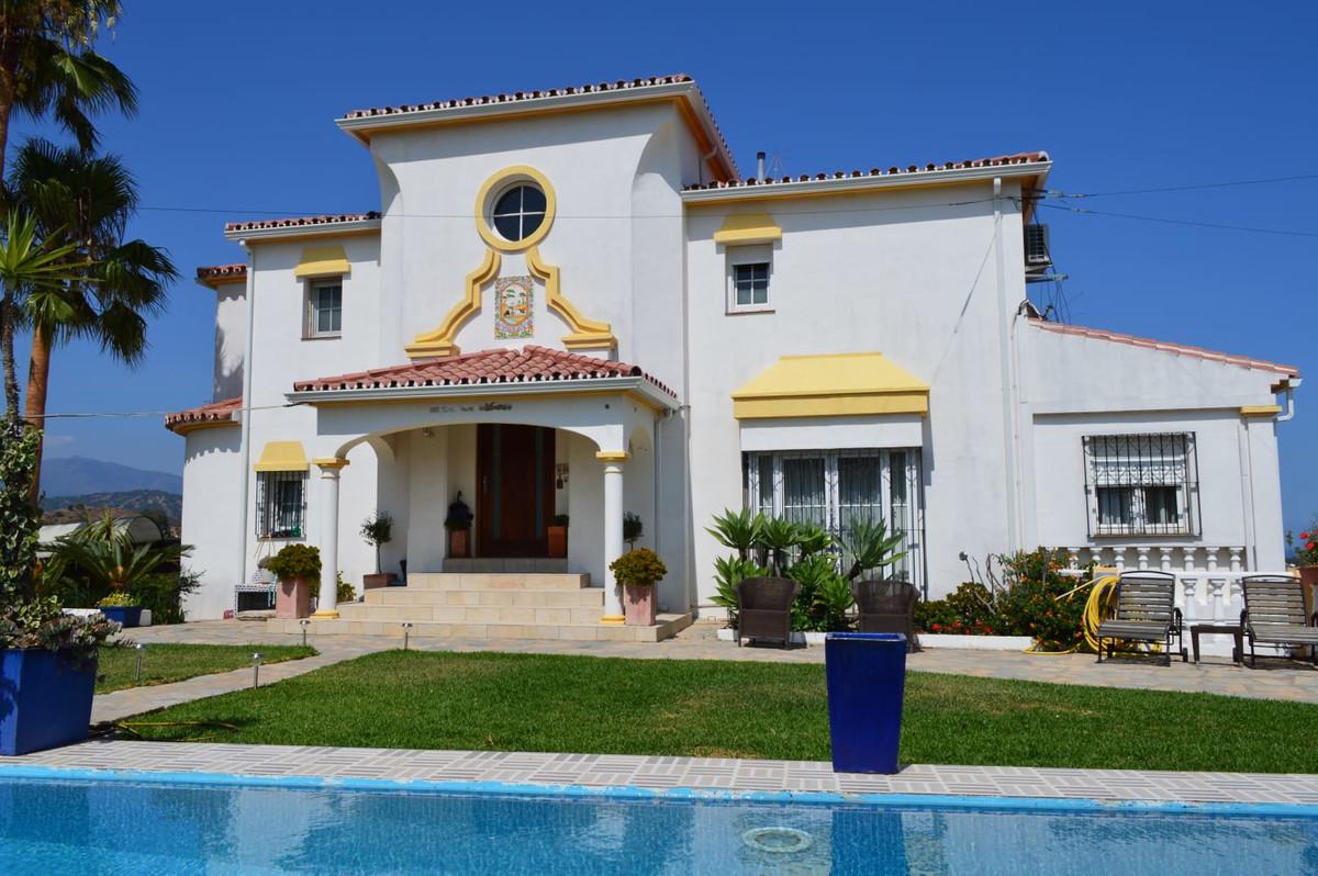 Detached Villa, Estepona, Costa del Sol. 3 Bedrooms, 3 Bathrooms, Built 370 m², Terrace 225,Spain