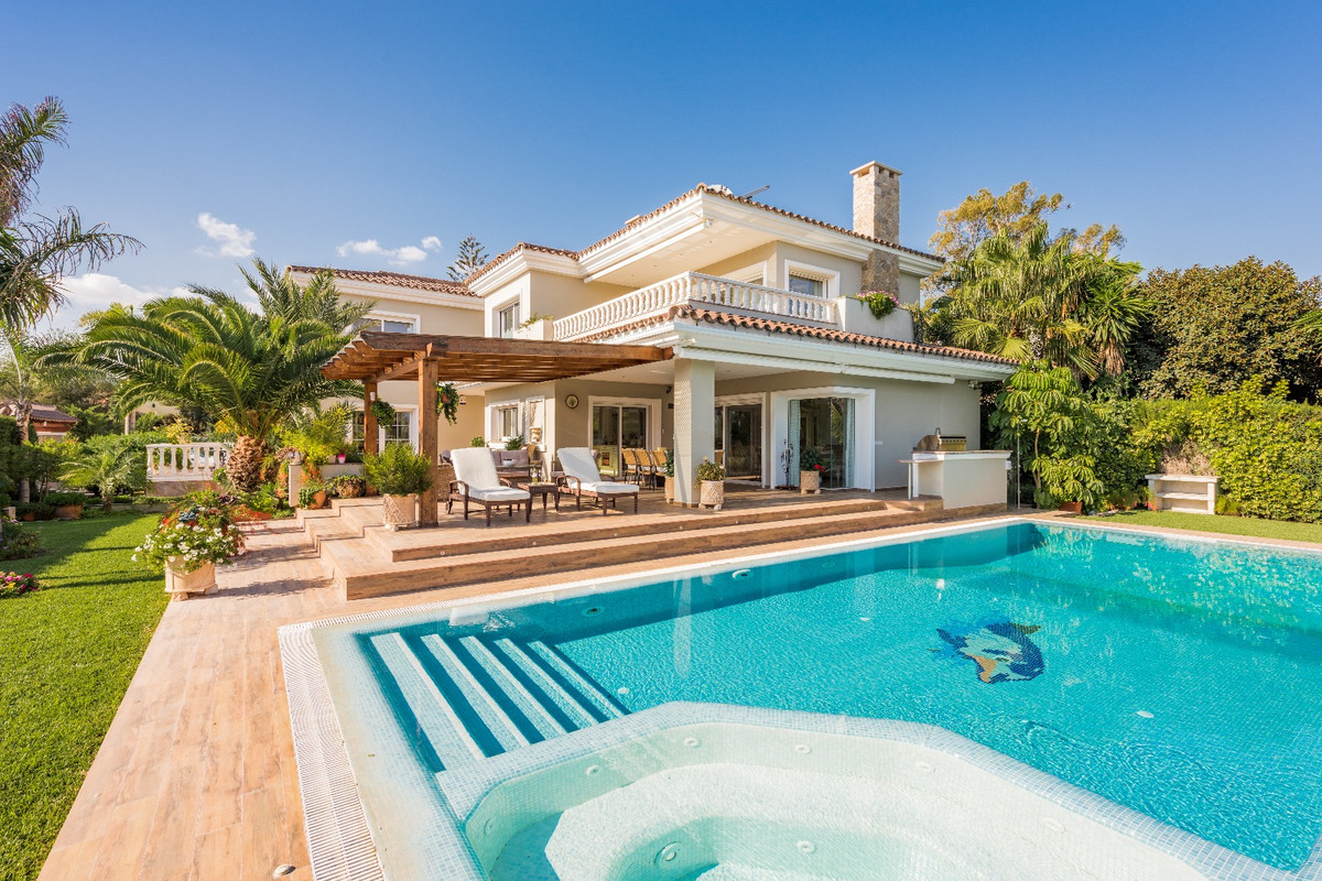 Detached Villa, Las Chapas, Costa del Sol. 5 Bedrooms, 7 Bathrooms, Built 600 m², Terrace 63 m², Gar,Spain