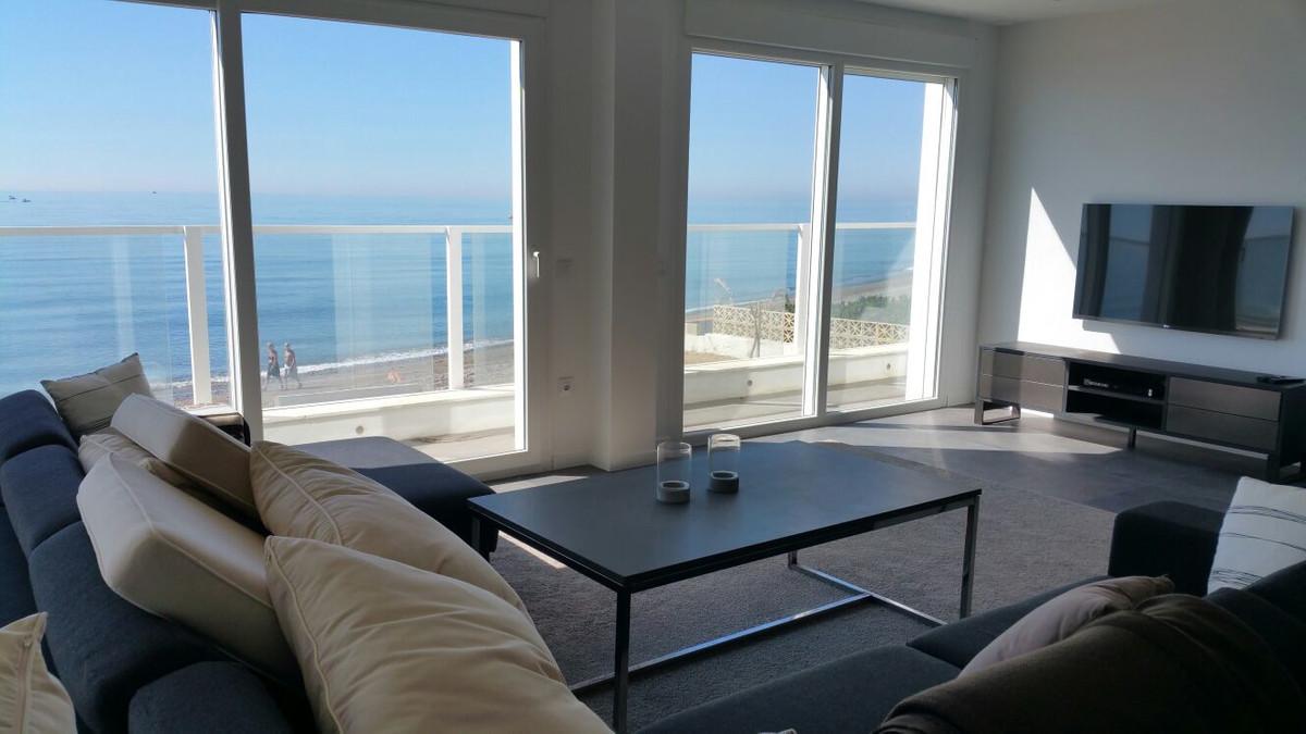 Detached Villa, Estepona, Costa del Sol. 4 Bedrooms, 3 Bathrooms, Built 250 m², Terrace 40 ,Spain
