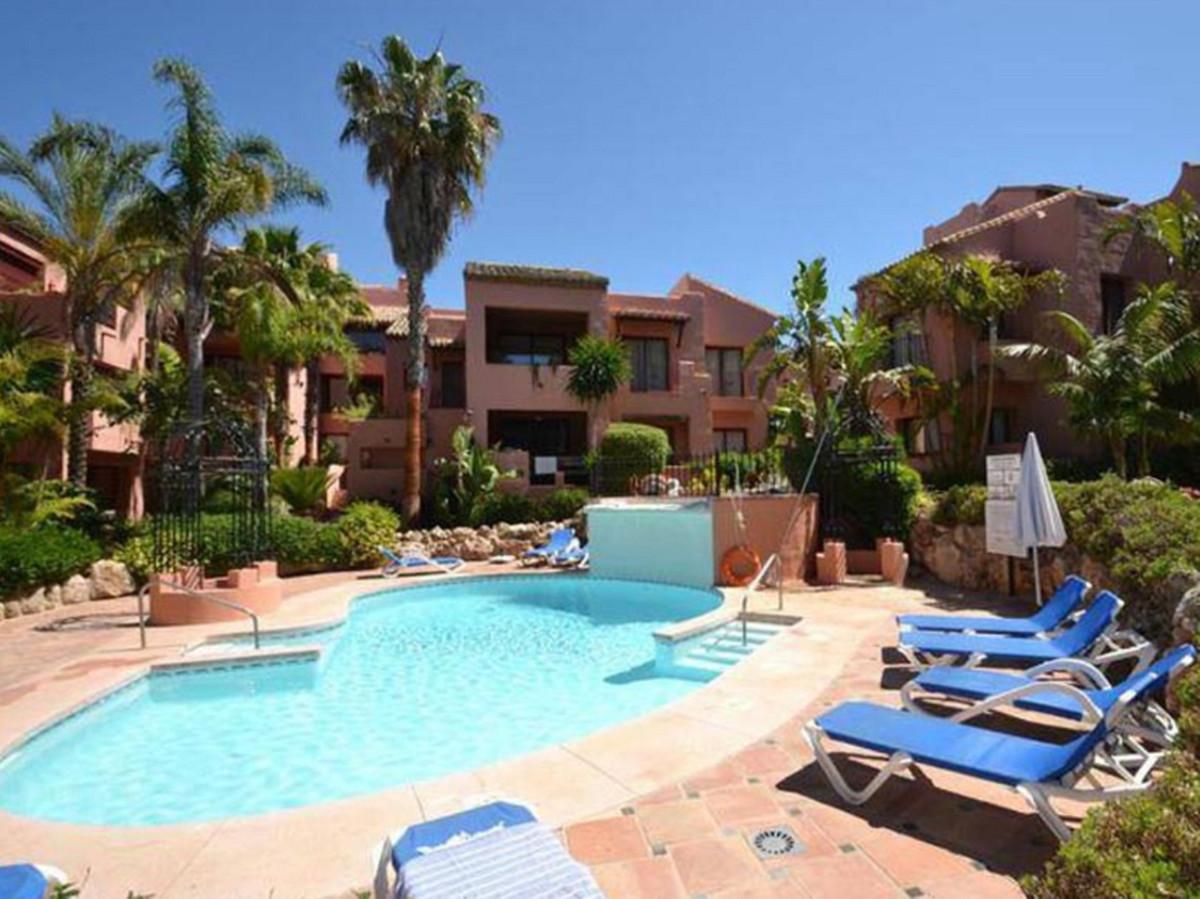 Penthouse, Elviria, Costa del Sol. 3 Bedrooms, 2 Bathrooms, Built 150 m², Terrace 130 m².  Setting :,Spain