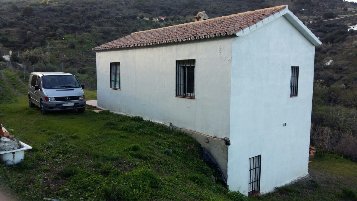 Magnificent country house in Monda to 700 m. Of th