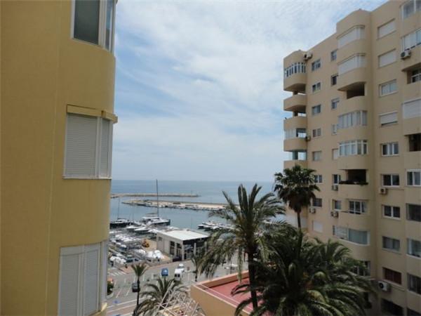 Top Floor Apartment, Estepona, Costa del Sol. 1 Bedroom, 1 Bathroom, Built 62 m², Terrace 10 m².  Se,Spain