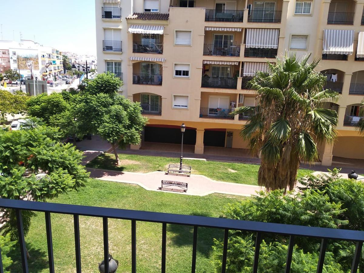 1 Bedroom Middle Floor Apartment For Sale Estepona