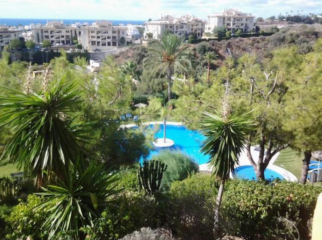 Precioso piso de dos dormitorios y dos banos con espectaculares vistas al mar. Jardines, piscina, pa,Spain