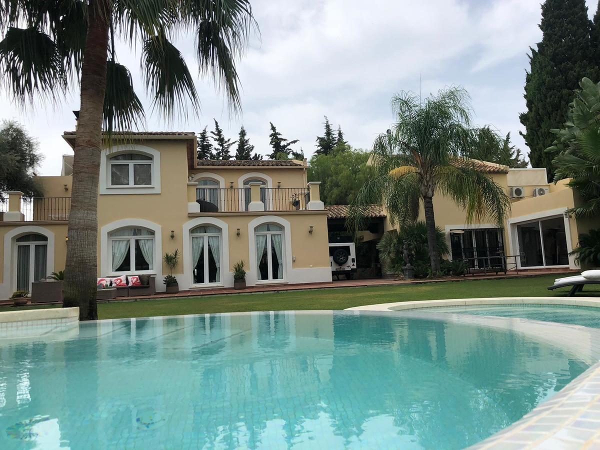 Detached Villa, Estepona, Costa del Sol. 4 Bedrooms, 4 Bathrooms, Built 255 m², Terrace 95 m².  Sett,Spain