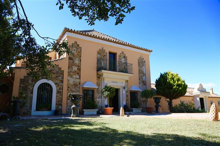 Villa 6 Dormitorios en Venta La Duquesa