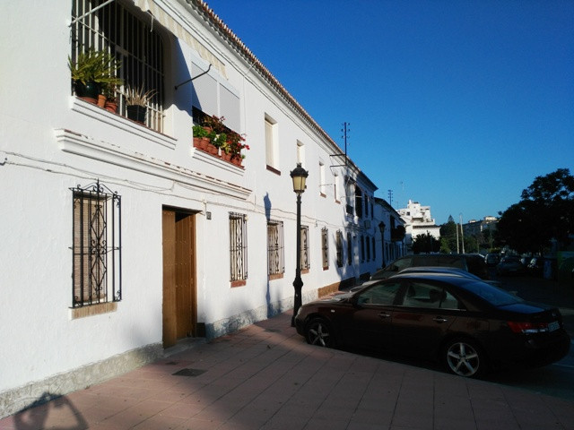 Townhouse, Estepona, Costa del Sol. 7 Bedrooms, 3 Bathrooms, Built 180 m².  Setting : Town, Commerci,Spain