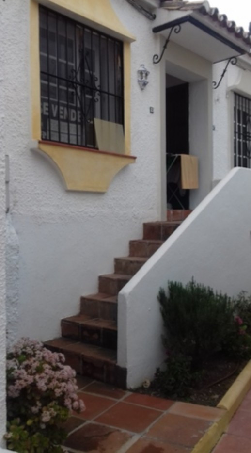 1 Bedroom Ground Floor Apartment For Sale Estepona, Costa del Sol - HP3189220