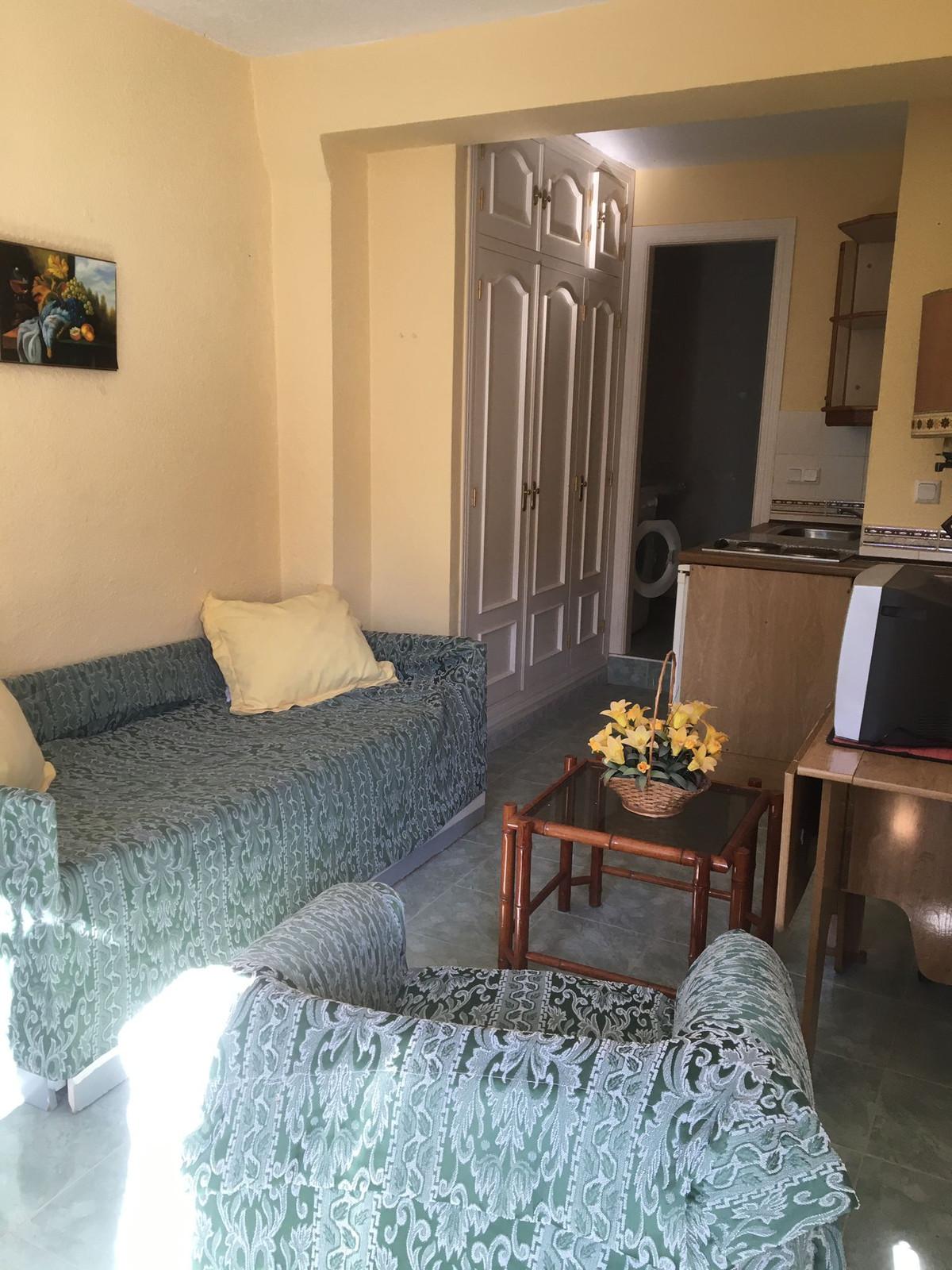 Appartement te koop in New Golden Mile R3189220