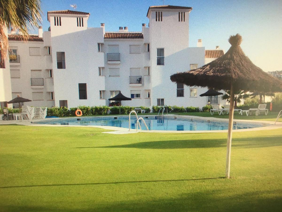 Penthouse, La Duquesa, Costa del Sol. 2 Bedrooms, 2 Bathrooms, Built 110 m², Terrace 40 m².  Setting,Spain