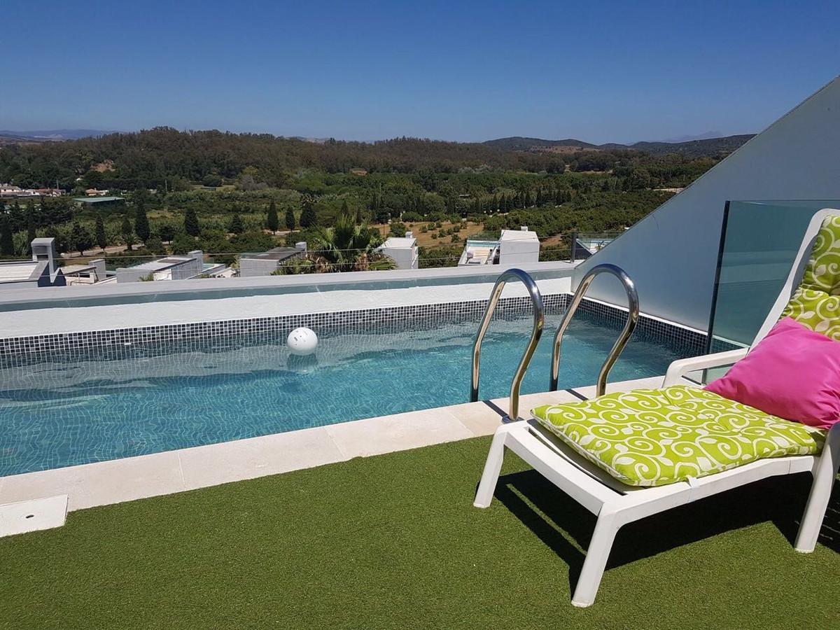 Detached Villa, Sotogrande, Costa del Sol. 4 Bedrooms, 3 Bathrooms, Built 200 m².  Setting : Frontli,Spain