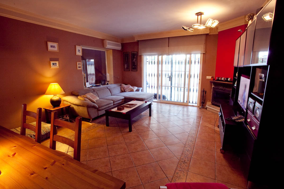 Semi-Detached House in Nueva Andalucía R2505152