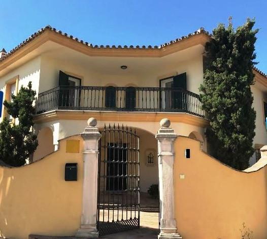 Detached Villa, Guadalmina Baja, Costa del Sol. 5 Bedrooms, 6 Bathrooms, Built 280 m², Terrace 60 m²,Spain