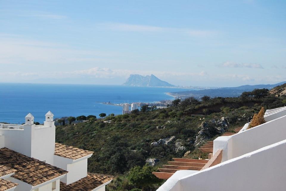 Townhouse, Manilva, Costa del Sol. 6 Bedrooms, 5 Bathrooms, Built 424 m², Terrace 40 m², Garden/Plot,Spain