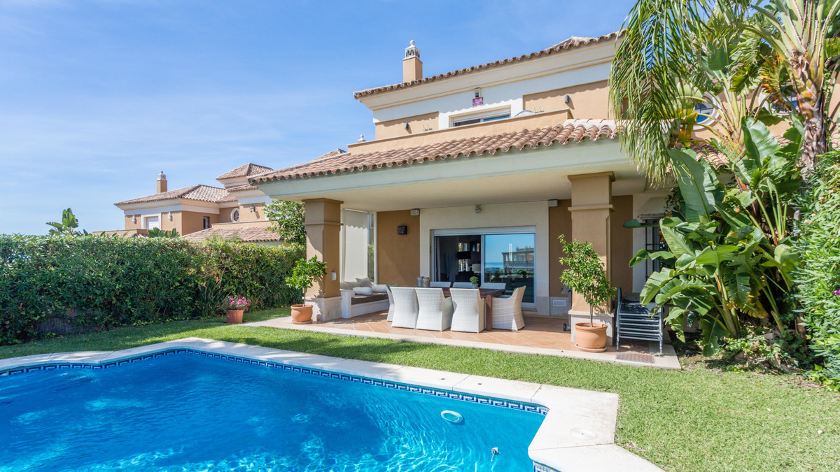 Mediterranean refurbished villa with stunning views over the golf course of Santa Clara and to the S,Spain