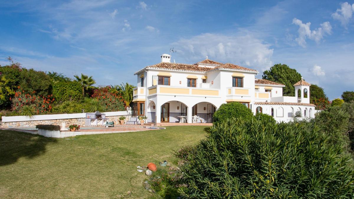 Detached Villa in Estepona R2593037