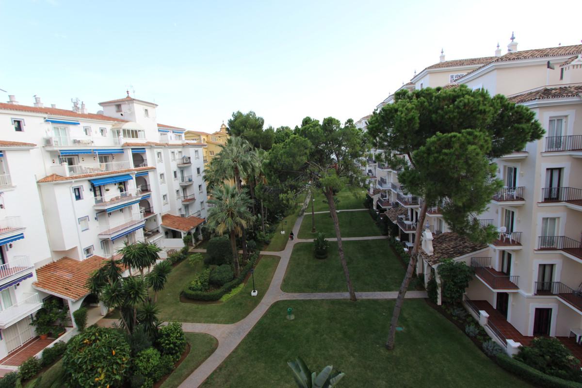 Middle Floor Apartment, Puerto Banus, Costa del Sol. 3 Bedrooms, 3 Bathrooms, Built 170 m², Terrace ,Spain