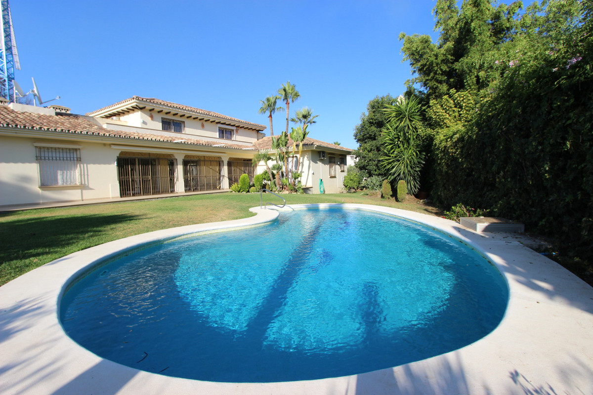 Front line golf villa located in Nueva Andalucia, after part of Golf Valley. Recently refurbished, e,Spain