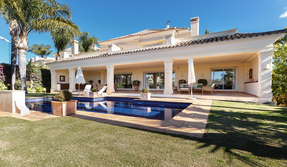 Amazing, west facing 4 bedroom family villa, located in the heart of the Golf Valley, within easy re,Spain