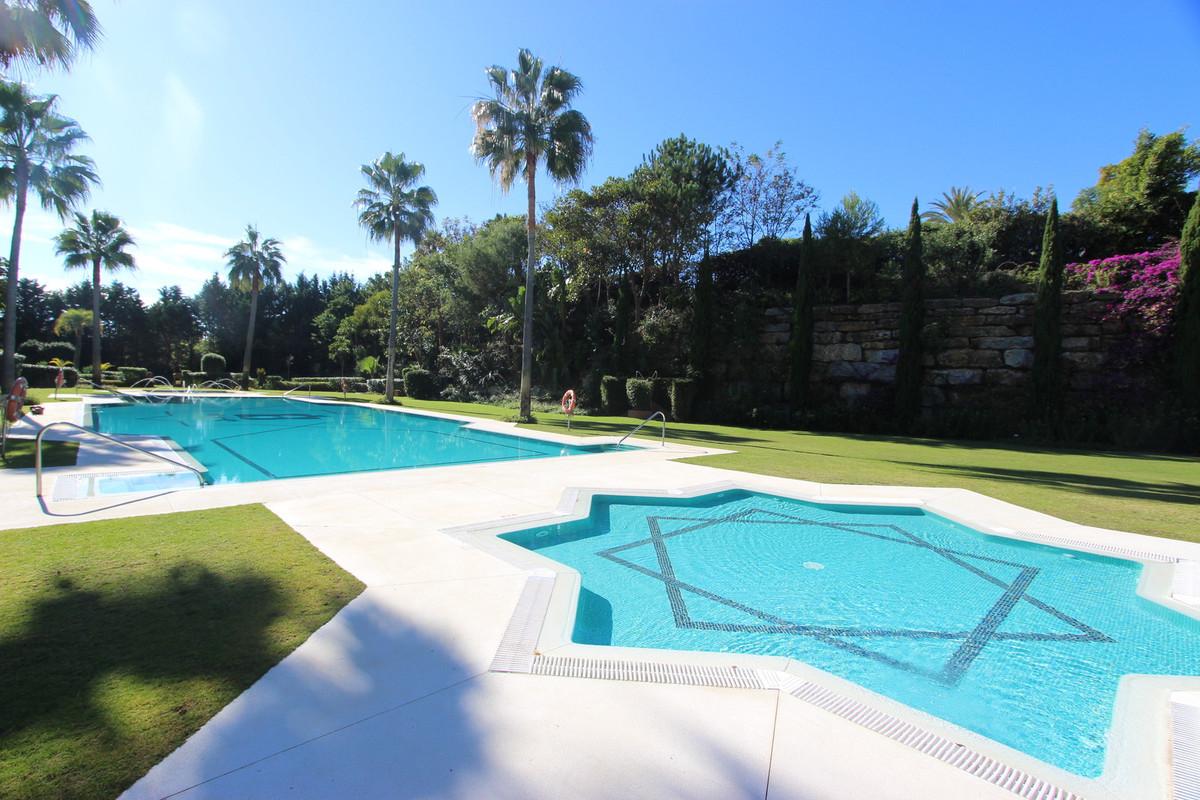 Middle Floor Apartment, Guadalmina Baja, Costa del Sol. 2 Bedrooms, 2 Bathrooms, Built 180 m², Terra,Spain