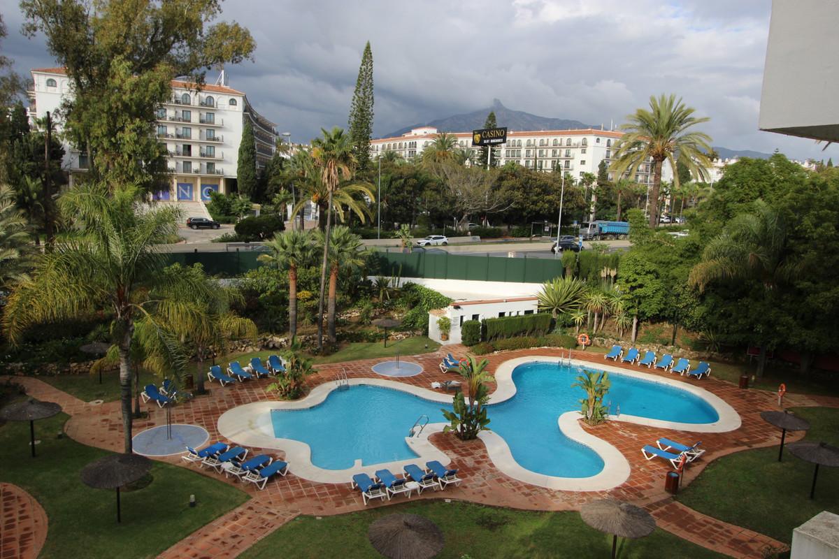 Middle Floor Apartment, Puerto Banus, Costa del Sol. 3 Bedrooms, 3 Bathrooms, Built 160 m², Terrace ,Spain