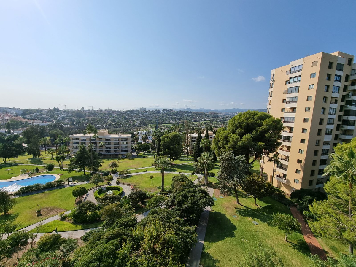 This well priced apartment is situated in the sought after area Torres de Aloha i Nueva Andalucia. I,Spain