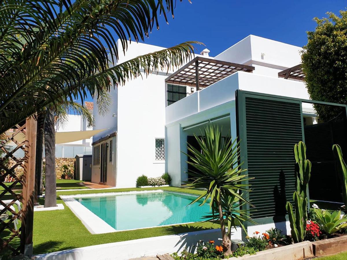 *** Spacious Contemporary Villa in La Duquesa ***Recently Reduced *** Private Garden & Swimming ,Spain