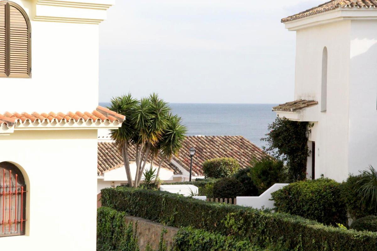 *** Duplex Penthouse in Monte Duquesa *** 4 Bedrooms & 3 Bathrooms (2 ensuite and 1 guest bathro,Spain
