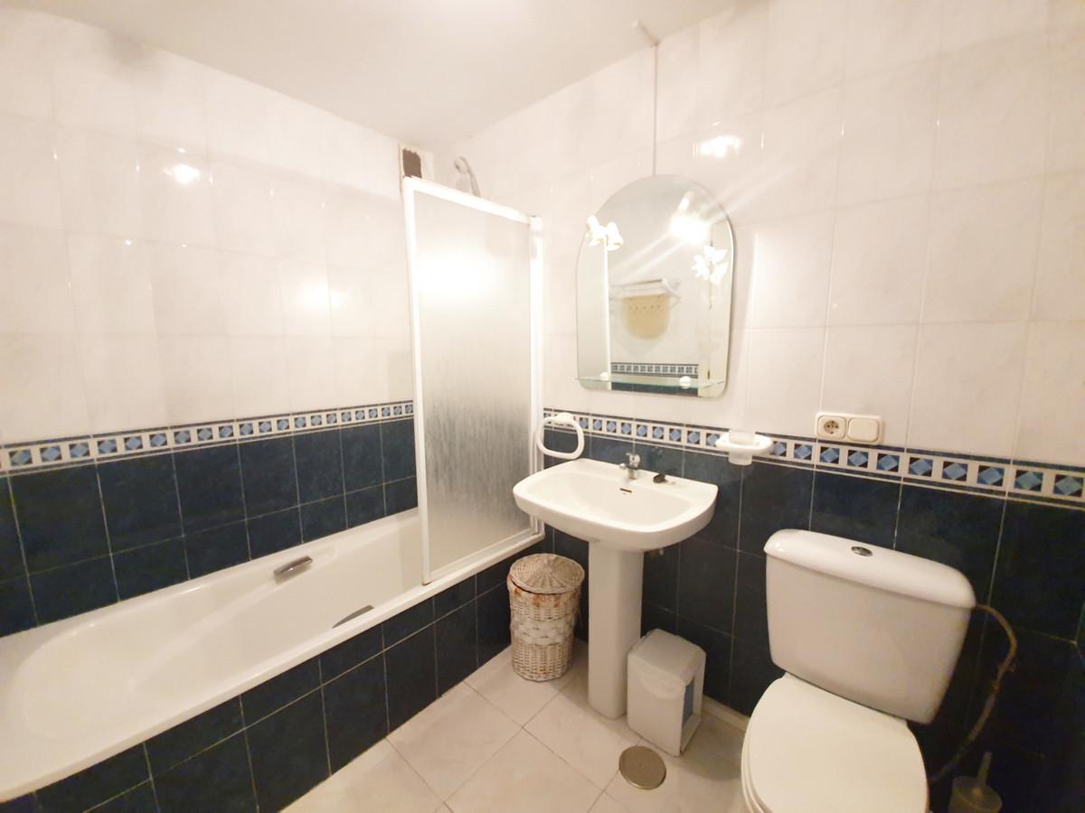 2 Bedroom Apartment For Sale, La Duquesa
