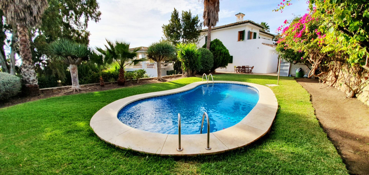 Villa 5 Dormitorios en Venta La Duquesa