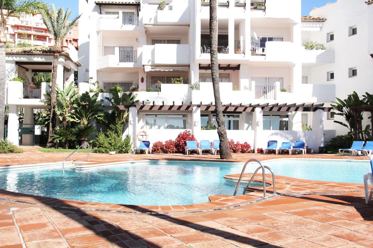 *** Middle-Floor Apartment in Fuente de La Duquesa *** 2 Bedrooms & 2 Bathrooms (1 Ensuite) *** ,Spain