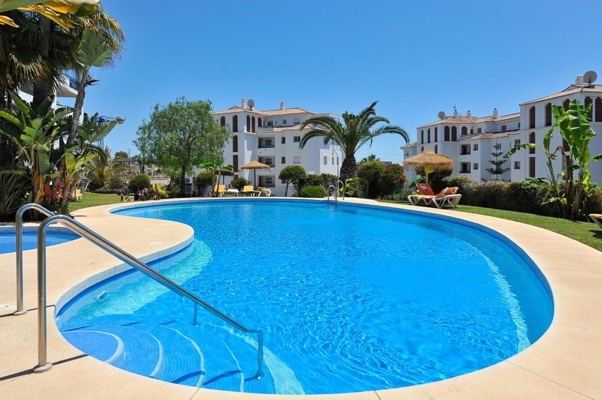Fantastic 2 bed 2 bath apartment in Gran Calahonda, a sought after urbanisation in lower Calahonda s,Spain