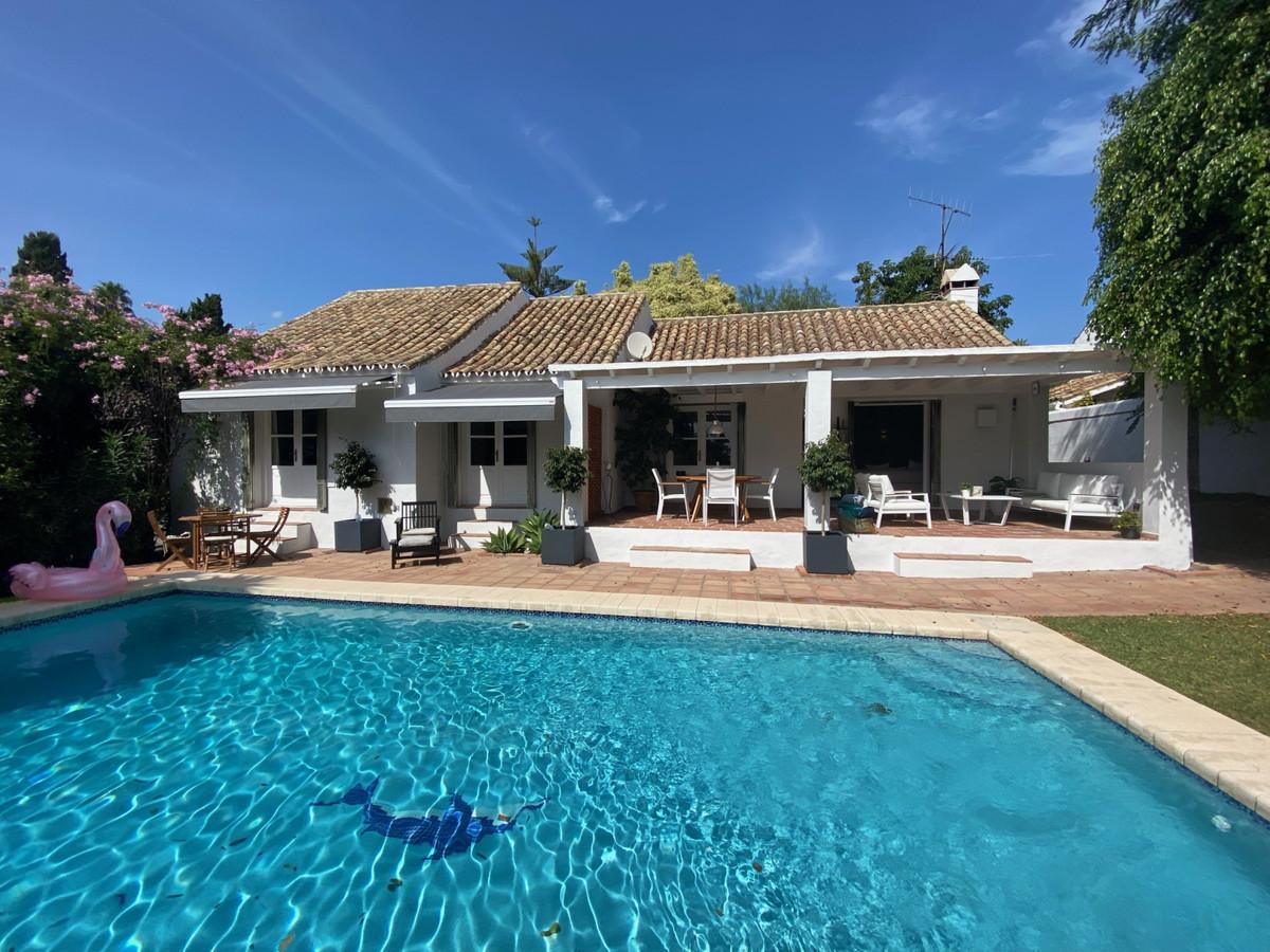Villa - Chalet en venta en El Paraiso R3946177