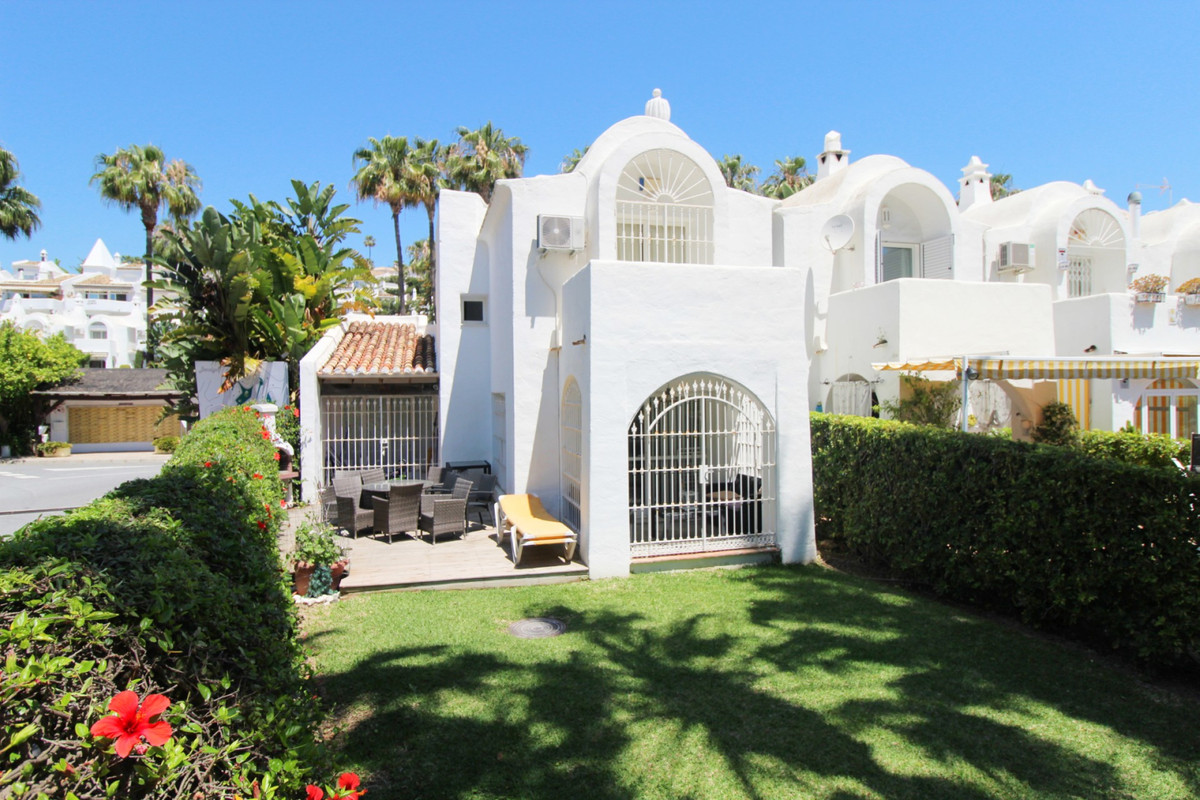 The 3 bedroom 2 bathroom house is about 150 meters from the beach, very close to the Torrequebrada c,Spain
