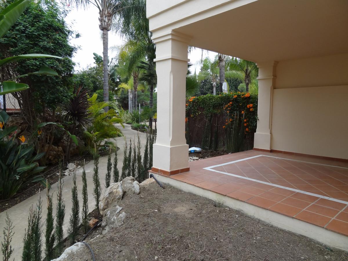 Cheapest 2 bedroom/ 2 bathroom apartment in Hacienda el Palmeral.  This exclusive urbanisation is ga,Spain