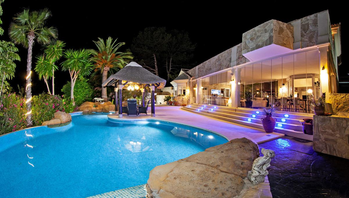 Detached Villa for sale in Elviria R3525010