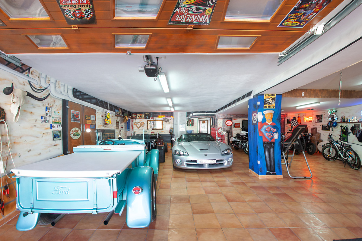 5 Dormitorio Independiente Villa En Venta Elviria