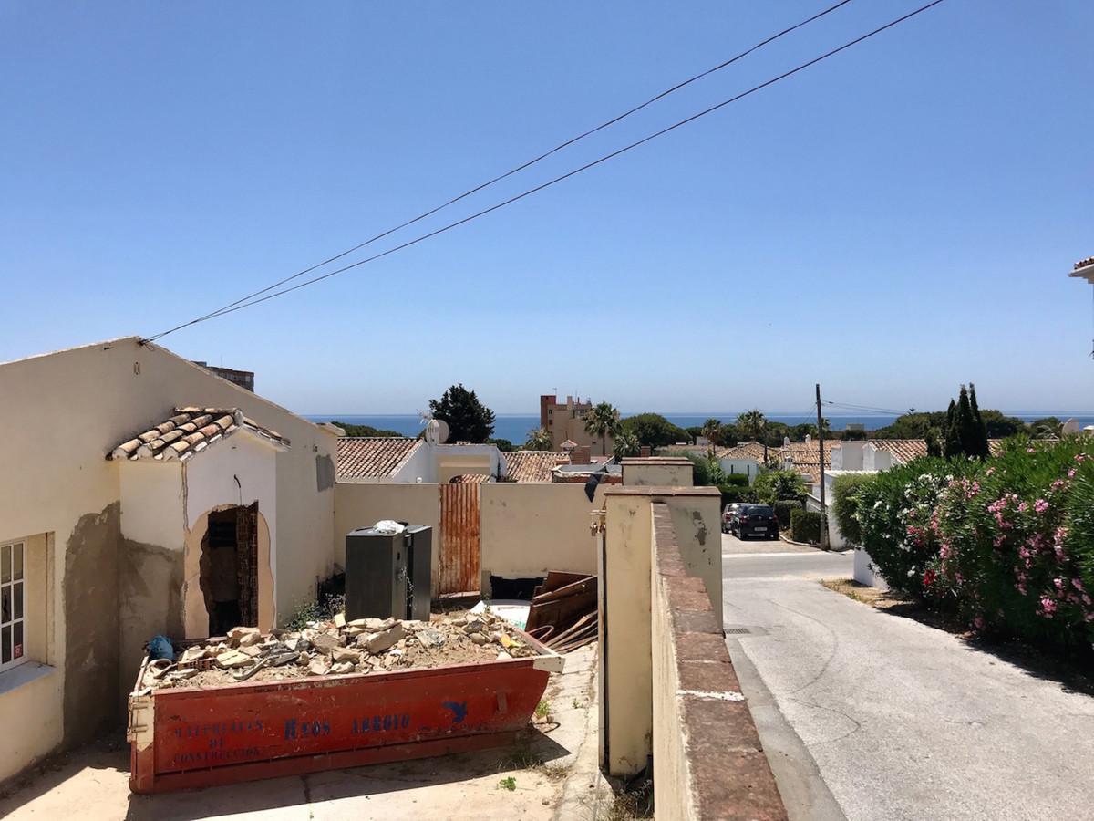 Detached Villa in Calypso R3443899