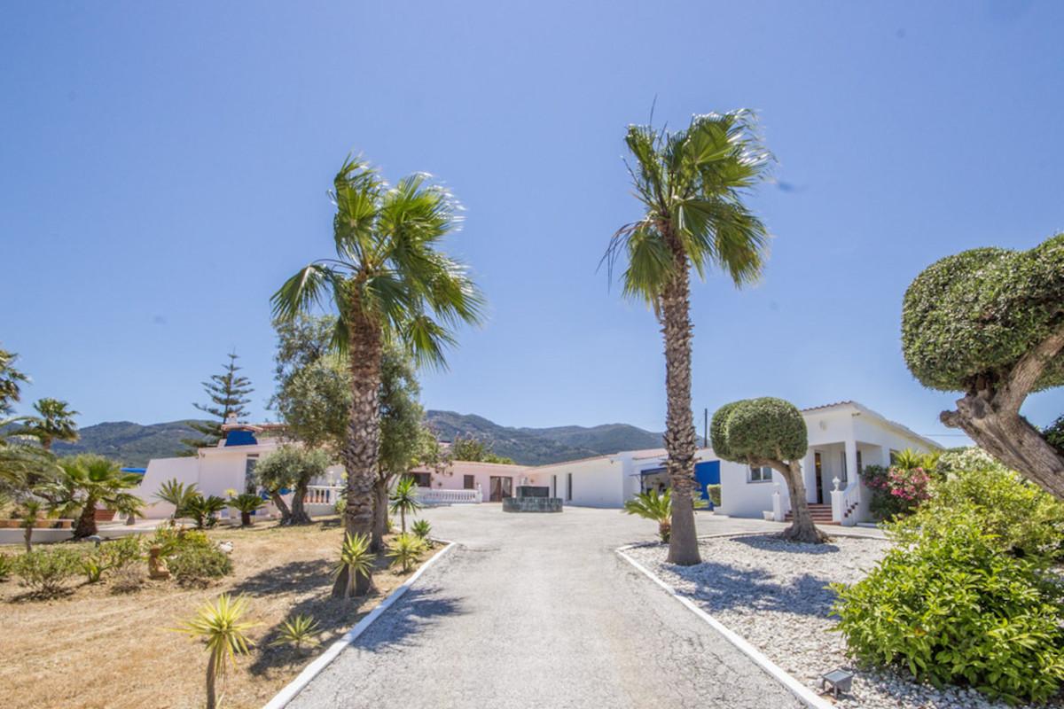 Villa 8 Dormitorios en Venta Alhaurín el Grande