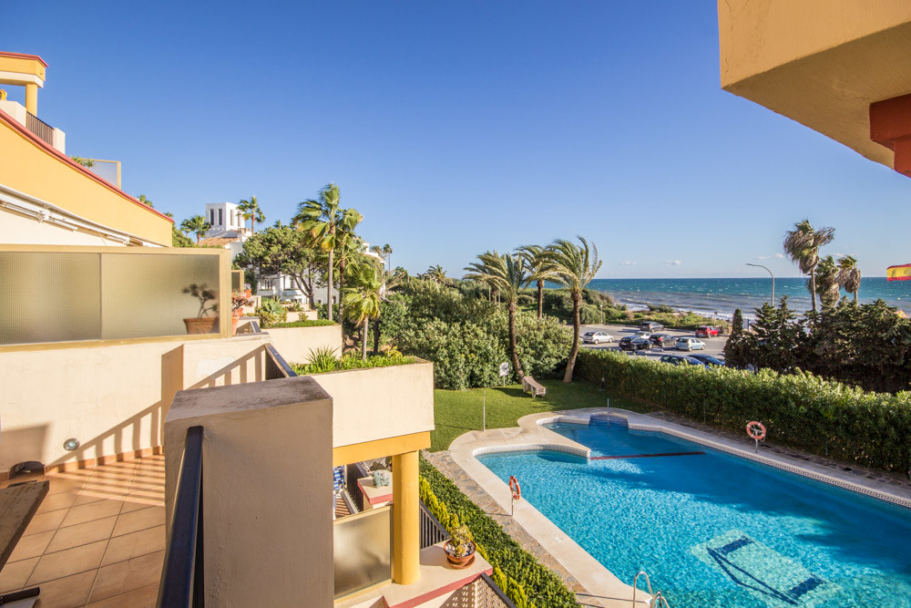 stunning beachfront Studio for sale in Romana Playa, Elviria. This beautiful Apartment has been full,Spain