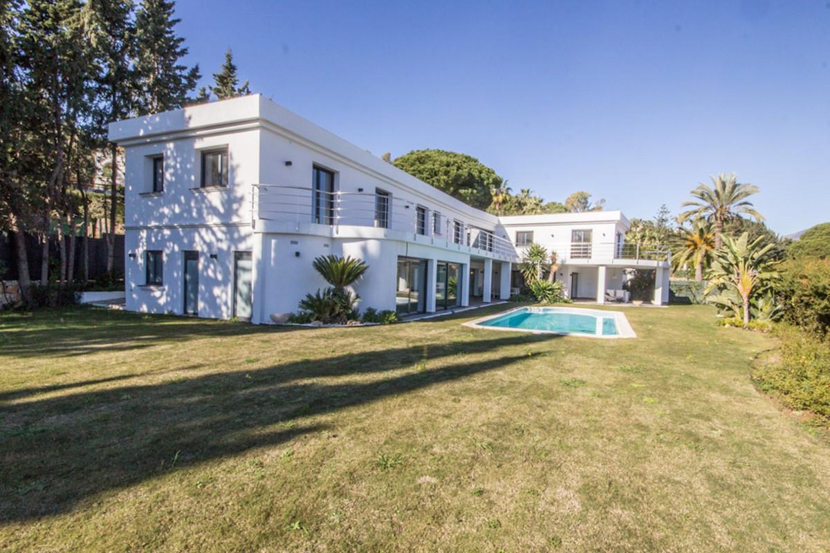 Fritliggende Villa i Nueva Andalucía R3299548
