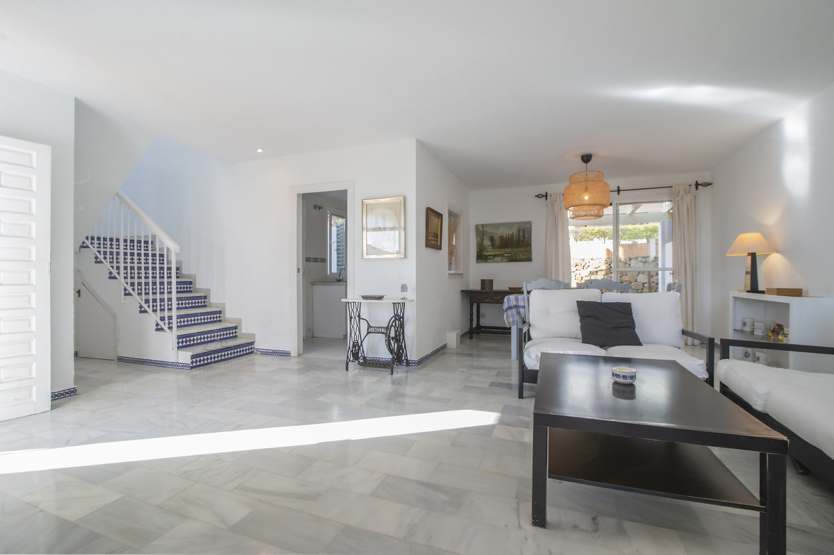 Semi-Detached House for sale in Estepona R3893938