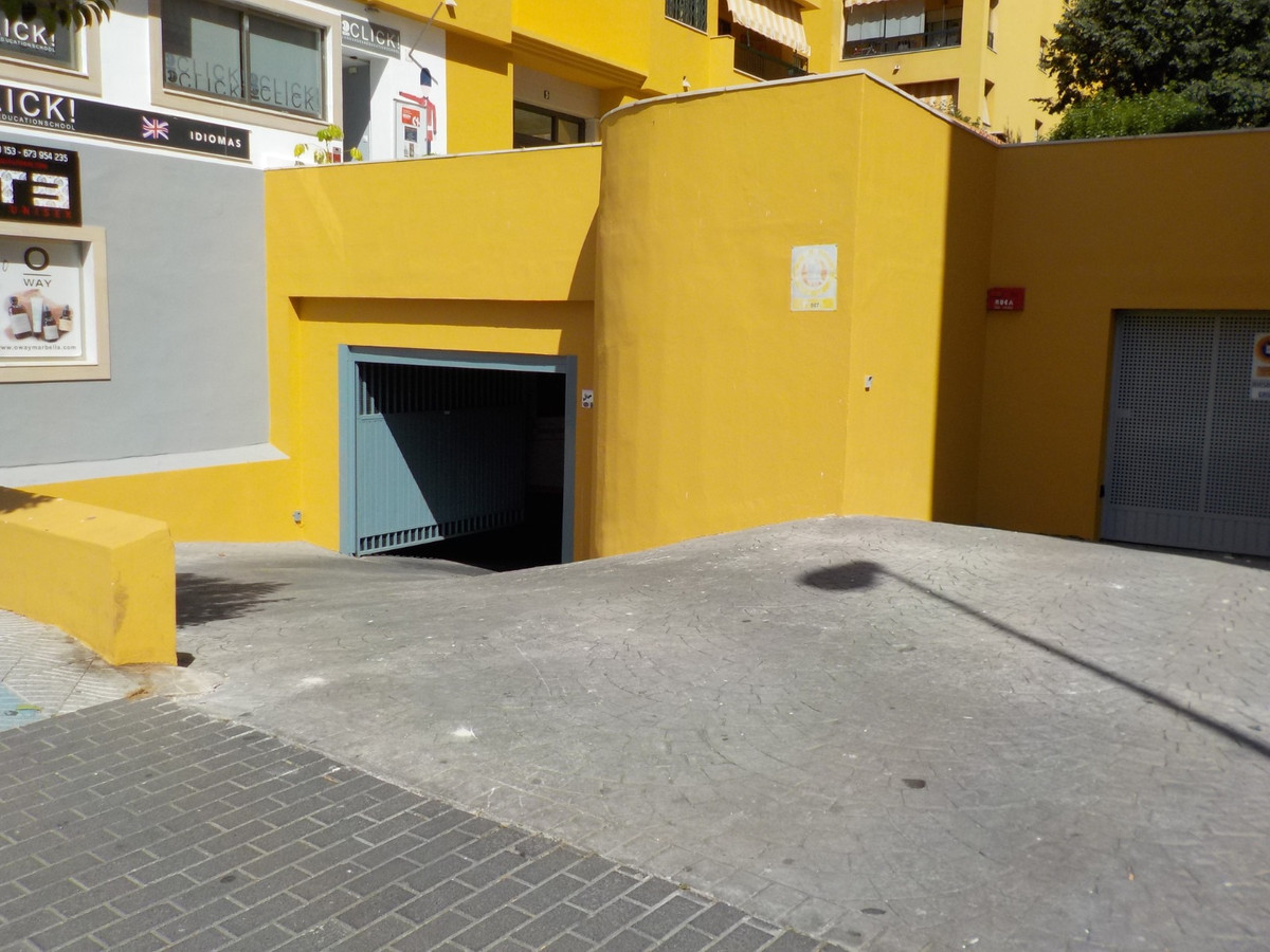Large garage for sale next to its corresponding storage room in the center of San Pedro de Alcantara,Spain