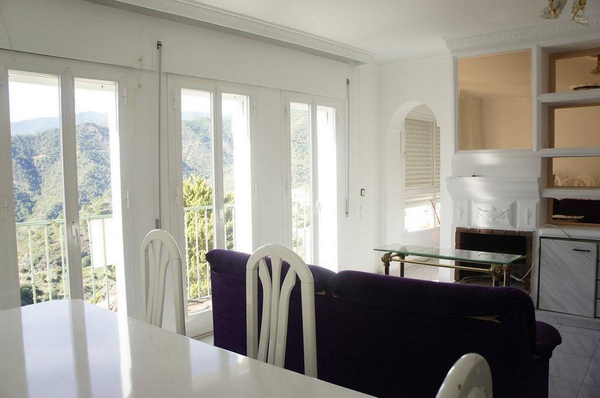 Apartamento Planta Media 4 Dormitorio(s) en Venta Istán