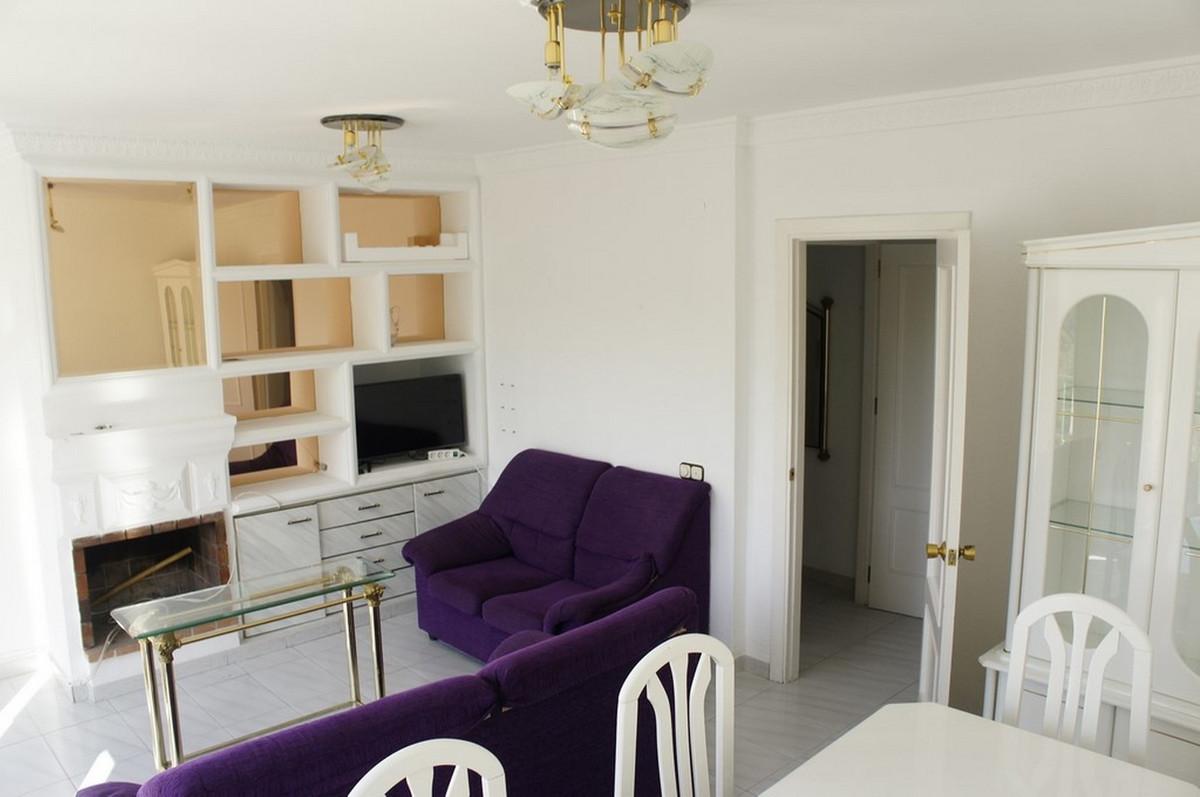 Apartamento con 4 Dormitorios en Venta Istán
