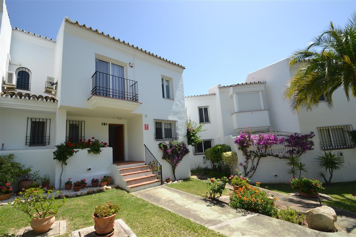 Huge townhouse for sale in Riviera del Sol. 193m2 enclosed, 43m2 terrace, 270m2 private garden, 10m2,Spain