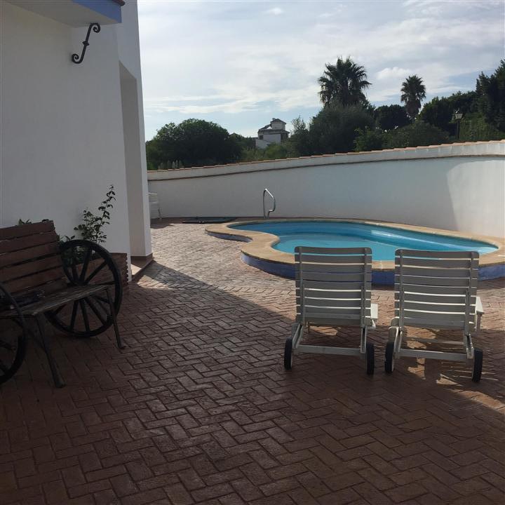 VILLA Villa in the sector of Sotogrande, plot of 290 m2, built 200m2 Beautiful and spacious villa, h,Spain