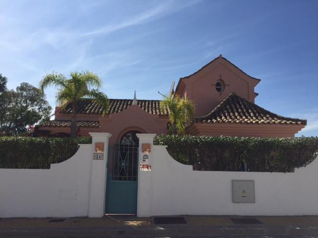 Detached Villa, La Duquesa, Costa del Sol. 3 Bedrooms, 3 Bathrooms, Built 165 m², Terrace 200 m², Ga,Spain